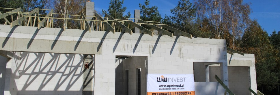 Konstrukcja dachu budynku mieszkalnego w miejsc. Bądzyń