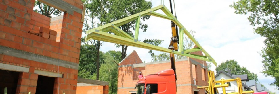 Konstrukcja dachu domu jednorodzinnego w miejsc. Zgierz