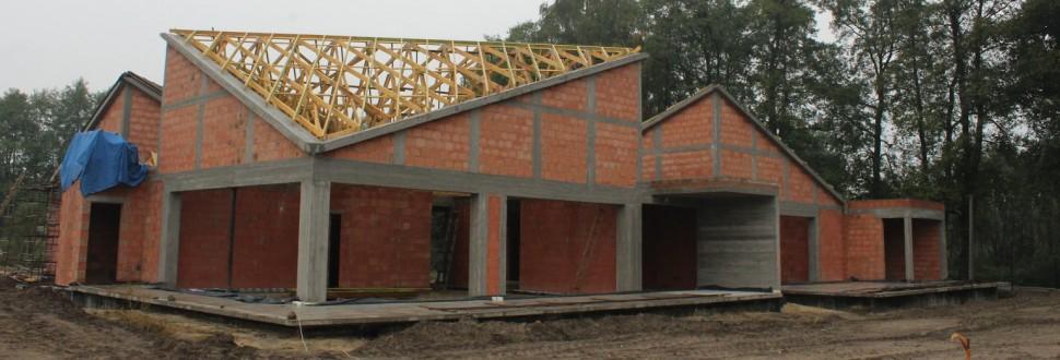 Konstrukcja dachu budynku mieszkalnego w miejsc. Stare Złotno