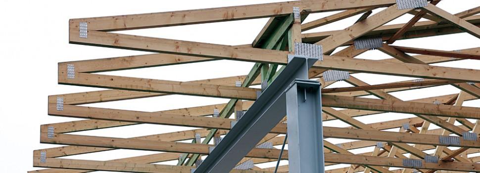 Dach z drewnianych wiązarów kratowych