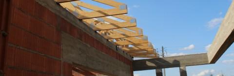 Wiązary dachowe drewniane